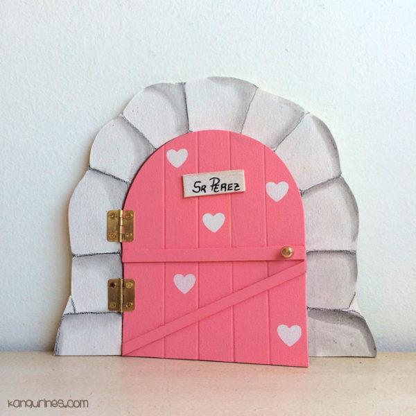 Puerta del Ratoncito Pérez personalizada con corazones