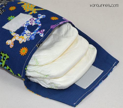Bolsa porta pañales. Calaveras multicolor con fondo azul