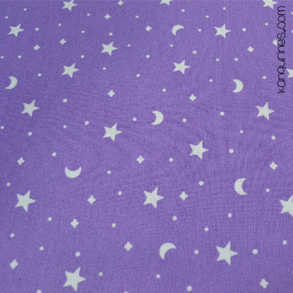 Morado con lunas y estrellas