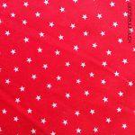 Estrellitas blancas sobre fondo rojo